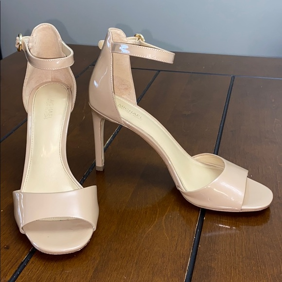 Michael Kors nude strappy heel size 8